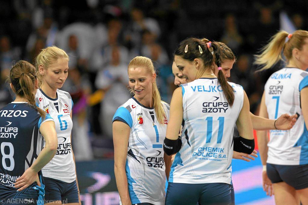 Anna Werblińska (w środku) i Agnieszka Bednarek-Kasza (z lewej)