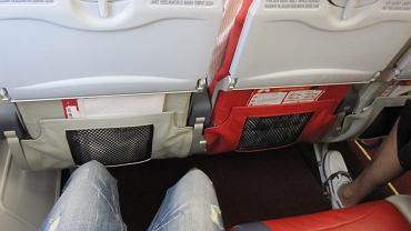 Podczas lotu masz ból i obrzęk nóg? Nie lekceważ tych objawów. To mogą być zakrzepy krwi
