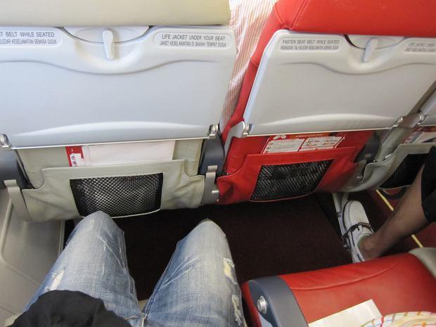 Podczas lotu pojawia się ból i obrzęk nóg? Nie lekceważ tego. Trzeba od razu reagować