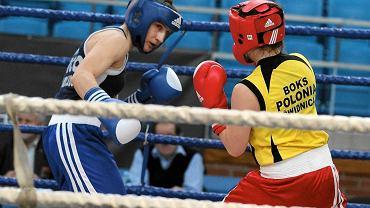 W półfinale MP - kat. 54 kg Karolina Michalczuk (w niebieskim stroju) pokonała w III rundzie przez rsc Paulinę Zdanowicz ze Stowarzyszenia Polonia Świdnica.