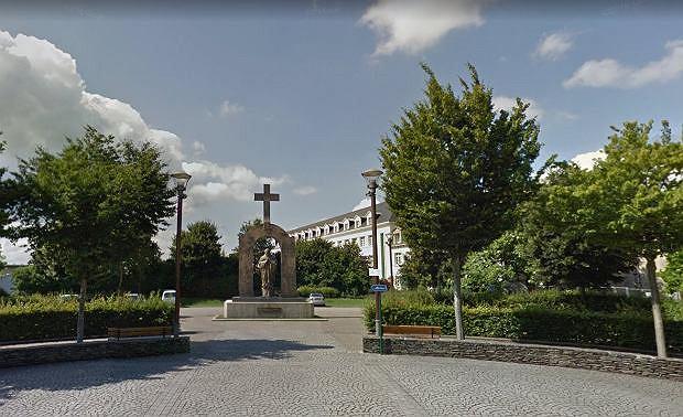 Pomnik Jana Pawła II w Ploërmel