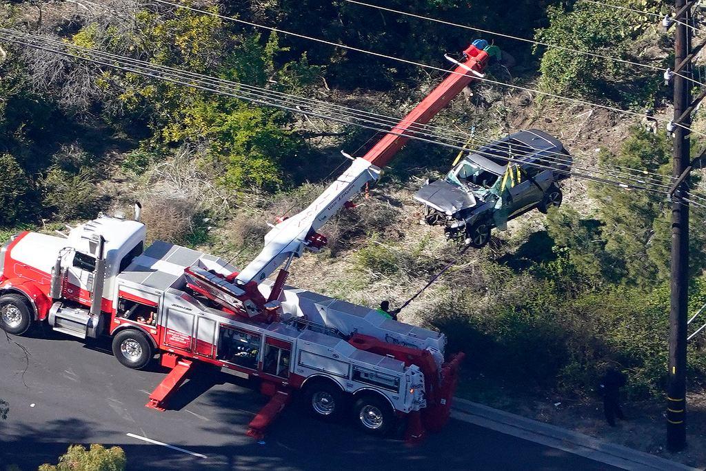 Samochód Tigera Woodsa zniszczony w wyniku wypadku w okolicach Los Angeles, 23 lutego 2021 r.