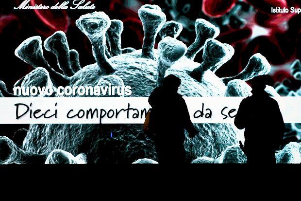 14.03.2020 Mediolan. Telebim z informacją na temat koronawirusa.