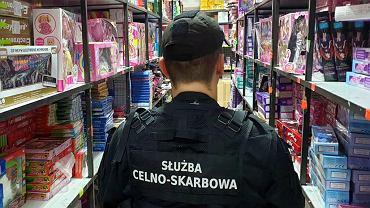 Celnicy skarbowi skontrolowali targowisko w Wólce Kosowskiej