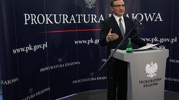 Minister sprawiedliwości Zbigniew Ziobro podczas konferencji prasowej w Prokuraturze Krajowej