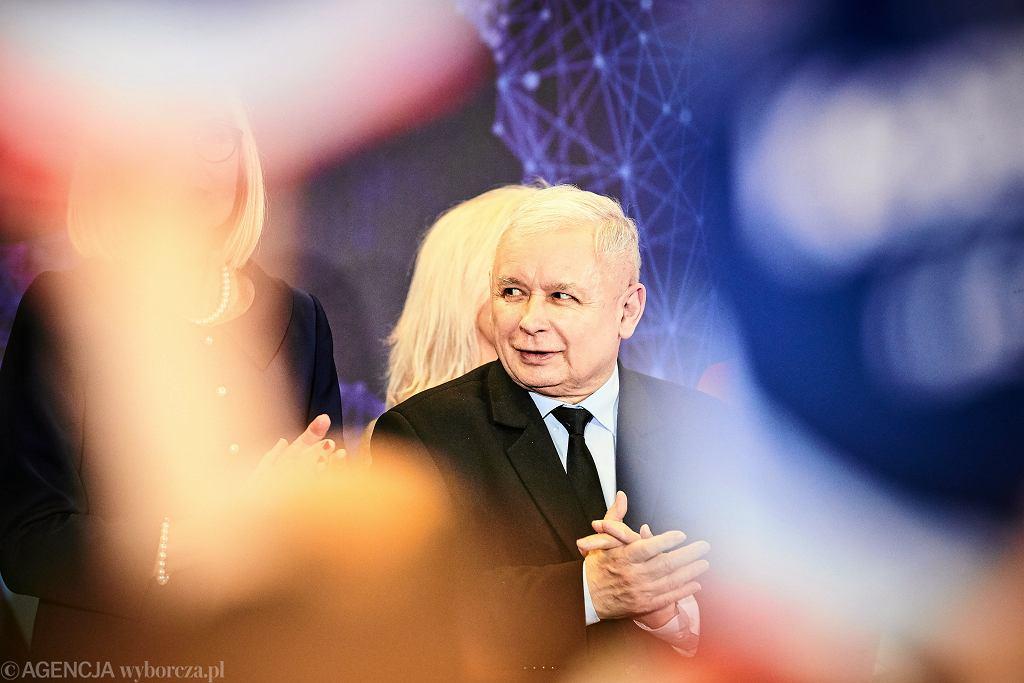 Prezes Jarosław Kaczyński podczas prezentacji kandydatów do europarlamentu
