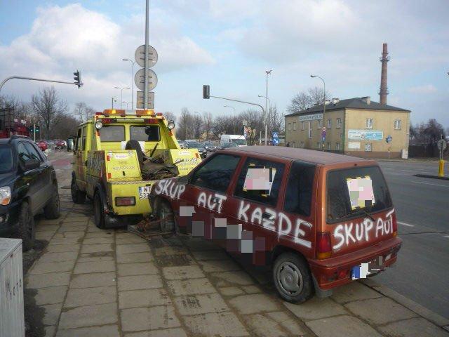 Wraki samochodów usunięte z ulic Warszawy