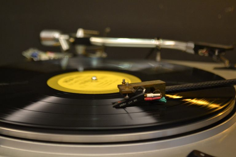 Jaki gramofon do 500 zł wybrać? Zobacz nasze propozycje