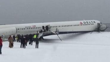 Samolot ześlizgnął się z pasa startowego na lotnisku LaGuardia