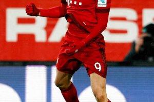 Bundesliga. Bayern wygrał z Augsburgiem, Lewandowski nowym liderem klasyfikacji strzelców