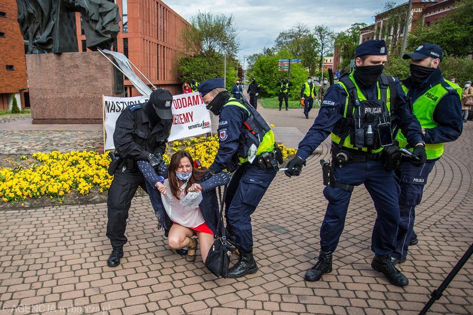 https://bi.im-g.pl/im/96/b7/18/z25916310V,Renata-Mazurowska-i-interwencja-policji-wobec-niej.jpg