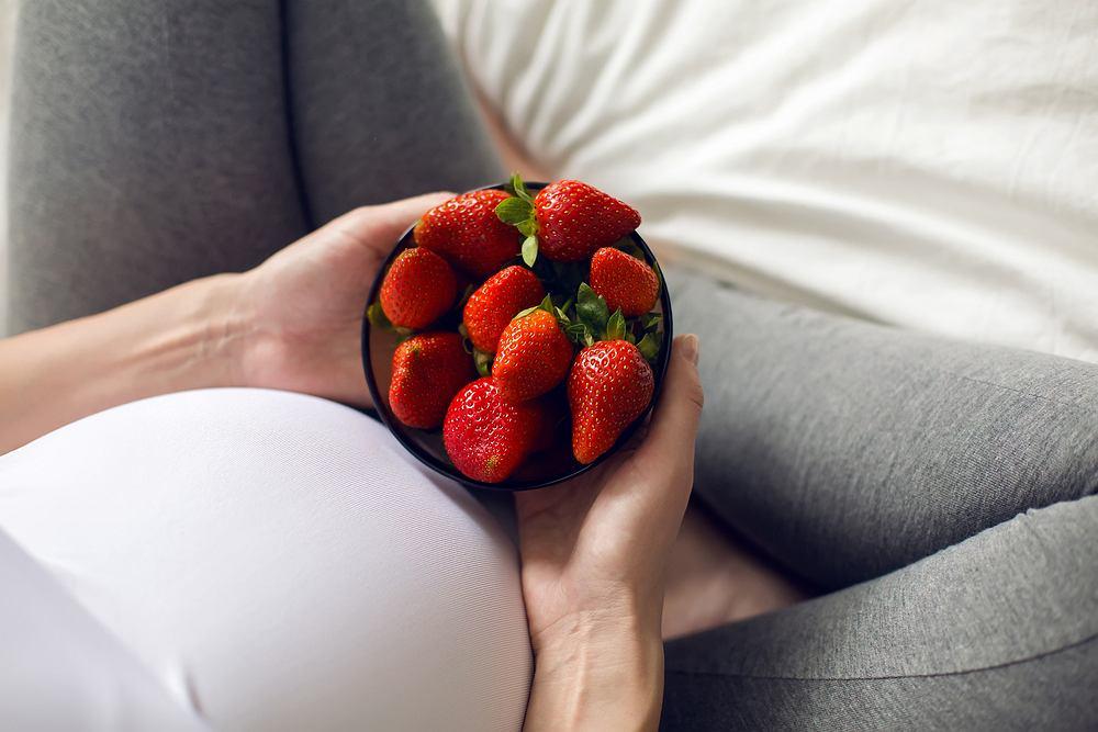 Truskawki dla kobiet w ciąży - jeść czy nie jeść?