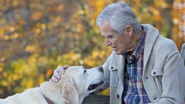 Samotność może zwiększać u osób starszych ryzyko przedwczesnej śmierci o 14 proc. - wynika z badań psychologa Johna Cacioppo