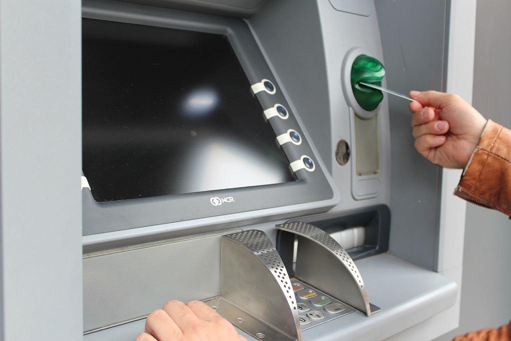 PKO BP rozważa wprowadzenie limitów wypłat w bankomatach