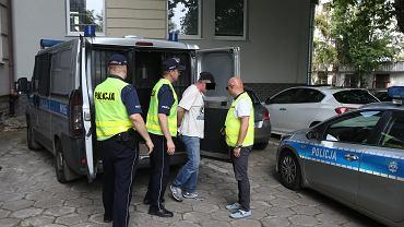 Mężczyźni, którzy zaatakowali księdza w Szczecinie, zostali oskarżeni. Usłyszeli aż cztery zarzuty