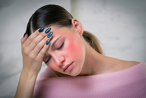 Wypieki na twarzy- urok, czy palący problem? Zdjęcie ilustracyjne