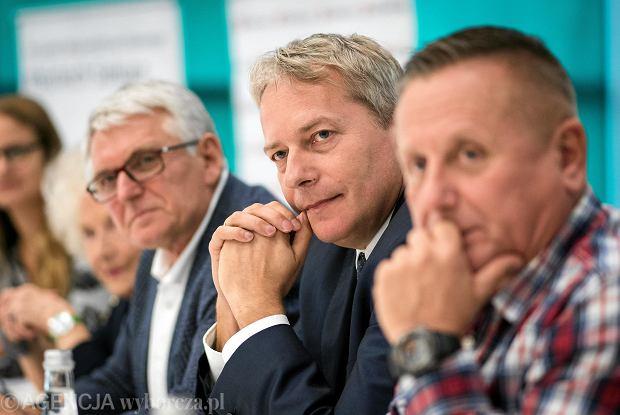 Podsumowanie akcji Długowieczni. Od lewej: Krzysztof Hanke, marszałek Wojciech Saługa i prof. Andrzej Bochenek