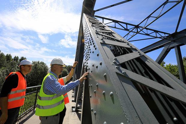Zdjęcie numer 11 w galerii - Dziennikarze sprawdzali, jak przebiega rozbudowa starego mostu za 123 mln zł [GALERIA]