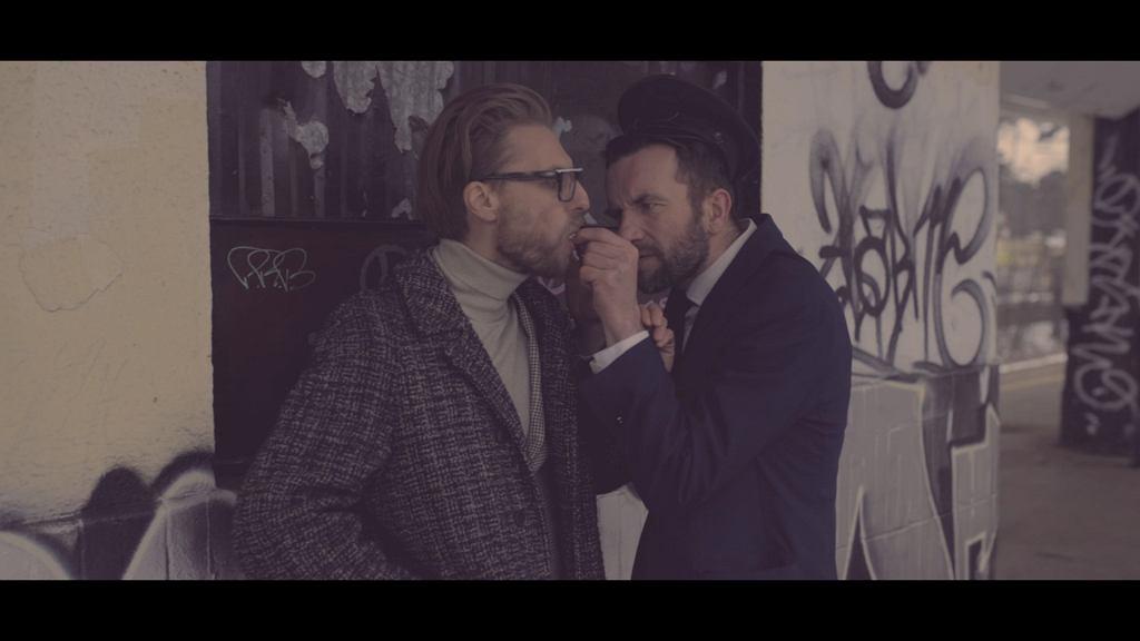L.U.C. i Tomasz Kot w teledysku do utworu 'Kompromisy' / materiały prasowe