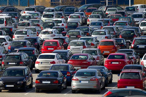 Rekordowy import używanych samochodów w styczniu. Udział diesla to 43,8 proc., a średni wiek ponad 11 lat