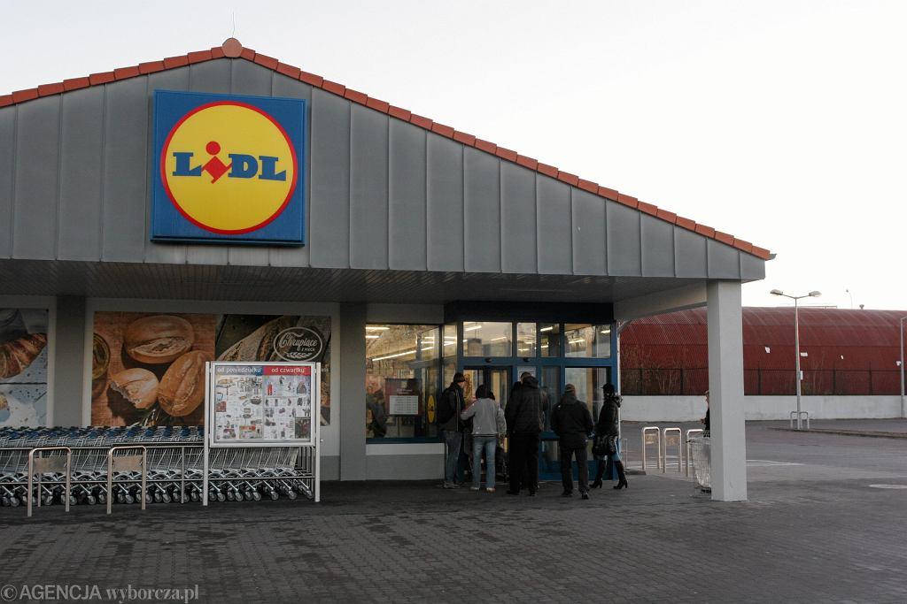 Niedziele handlowe - listopad 2018. Czy 11 listopada sklepy będą otwarte?