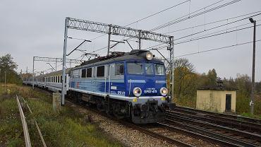 Pociąg PKP Intercity opuszcza Szczecin