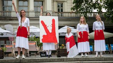 Jana Shostak i białoruskie aktywistki podczas demonstracji solidarności z Białorusią w Poznaniu.