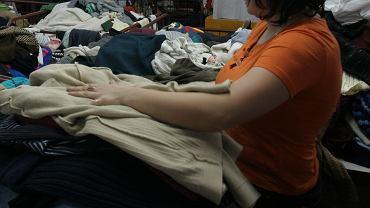 Sortownia odzieży. Zdjęcie ilustracyjne