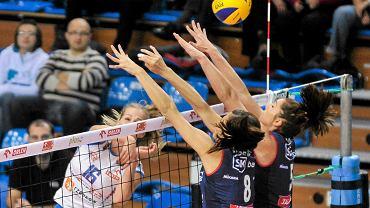 Emilia Mucha (nr 16) w meczu Developres SkyRes Rzeszów - Legionovia Legionowo (3:0)