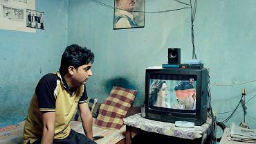 - Zgodnie z indyjskim prawem, kiedy masz 18 lat możesz związać się, z kim chcesz. Jednak tradycja i prawo w Indiach nie idą w parze - mówi Max Pinckers, autor zdjęć prezentowanych na Miesiącu Fotografii w Krakowie. Pinckers przedstawia historię Love Commandos, organizacji, która stara się uratować zakochanych.<br><br> Prezentujemy zdjęcia, które składają się na wystawę, i rozmowę z ich autorem.