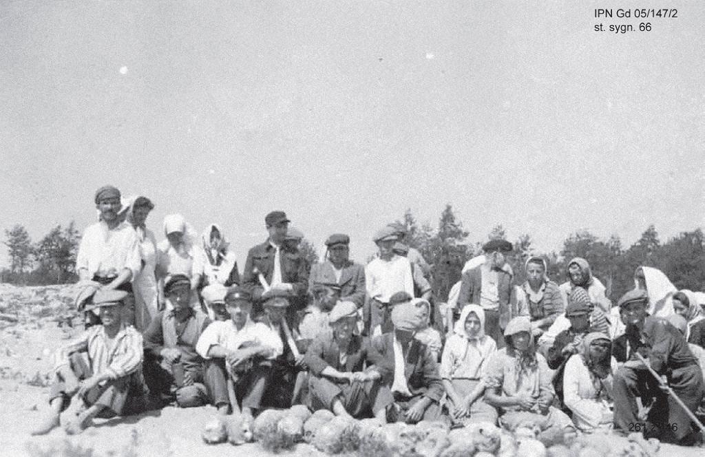 Fotografia odnaleziona w IPN przez Pawła Piotra Reszkę przedstawia poszukiwaczy złota w Treblince