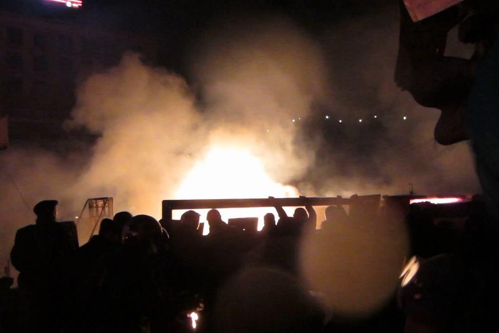 Kadr jednego z filmów pokazujący zamieszki na Majdanie