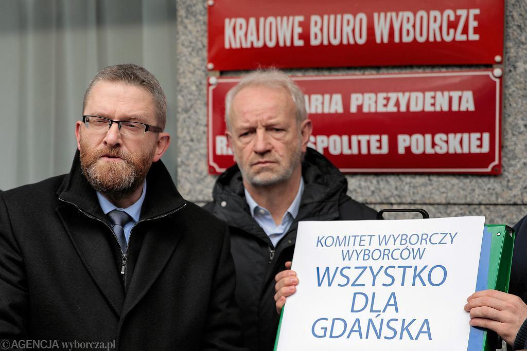 Konferencja prasowa Grzegorza Brauna pod PKW