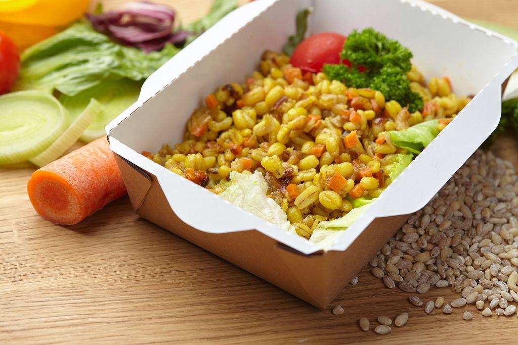 Kasza pęczak z warzywami i kurkumą