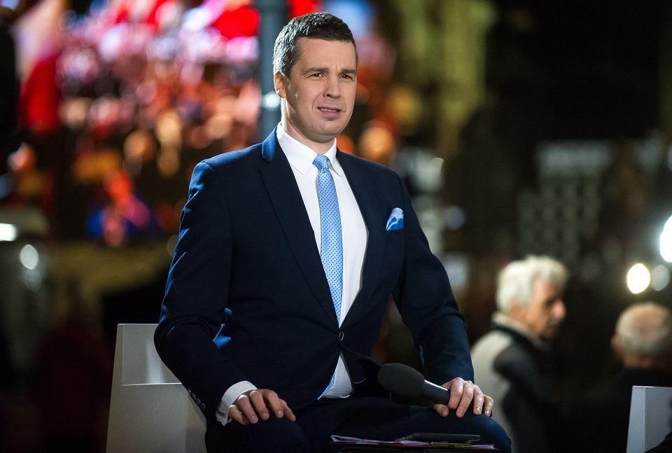 Michał Rachoń podczas transmisji TVP z obchodów rocznicy katastrofy smoleńskiej, 10.04.2017