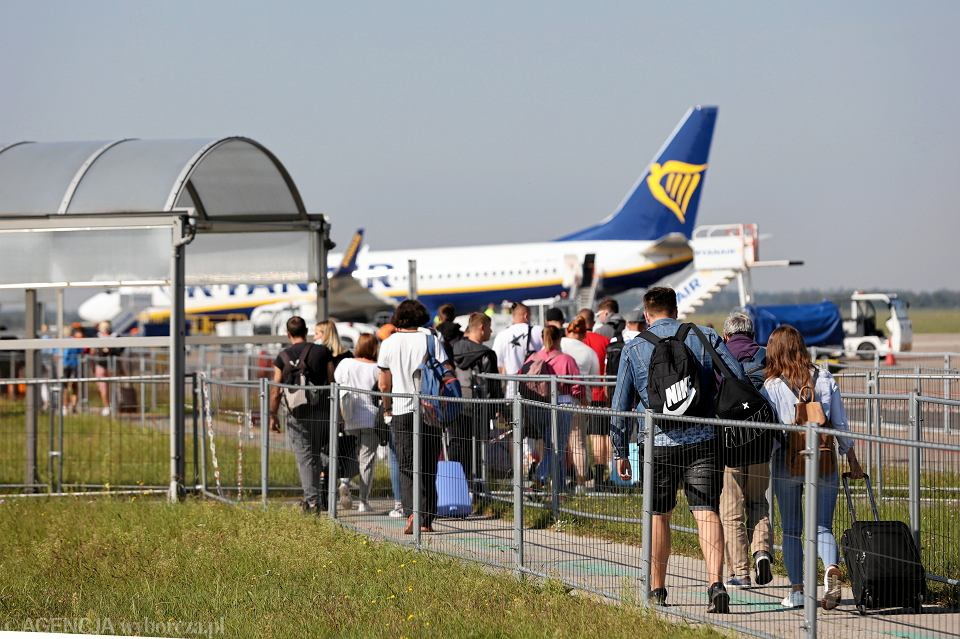 Podróżni na lotnisku w Modlinie, 9 września 2021