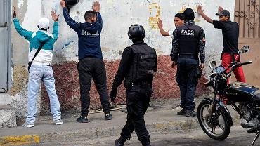 Funkcjonariusze oddziałów specjalnych wenezuelskiej policji podczas akcji w podstołecznym Petare. Caracas, 25 stycznia 2019