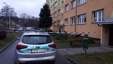 Bolesławiec. Zabójstwo matki i jej 3,5-letnie dziecko. Policja przed miejscem zdarzenia