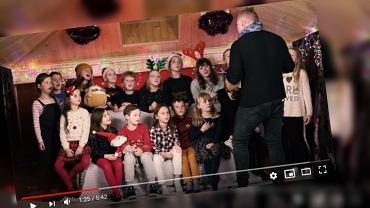 Nauczyciel muzyki ze szkoły podstawowej nagrał teledysk z uczniami