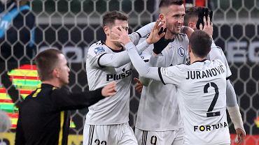 Legia demoluje Zagłębie w Lubinie! Cztery gole Pekharta