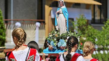 Figura Matki Boskiej na procesji podczas Bożego Ciała
