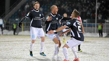 Stomil - Cracovia 3:0. W środku Paweł Kaczmarek