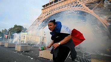 Przed meczem Portugalia - Francja doszło do zamieszek. Płonęły śmieci, kibole rzucali race. Interweniowała policja