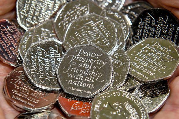 Brexit. Pamiątkowe monety 50-pensowe z napisem 'Pokój, dobrobyt i przyjaźń ze wszystkimi narodami'