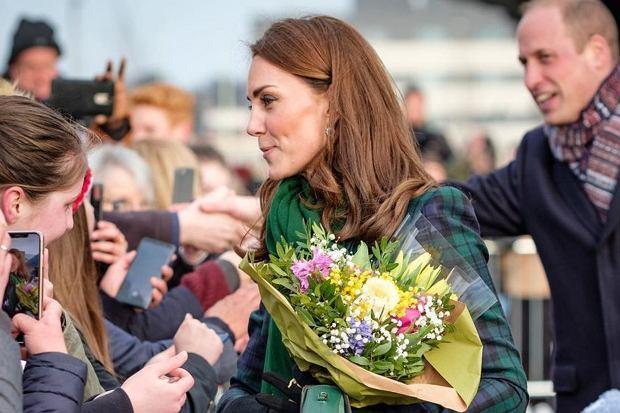Doniesienia o tym, że księżna Kate może być w czwartej ciąży pojawiły się już kilka tygodni temu. Internauci postanowili wziąć sprawy w swoje ręce i poszukać subtelnych wskazówek. W przeszłości było ich wiele.