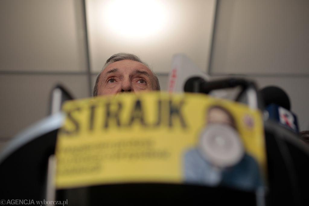 Szef ZNP Sławomir Broniarz podczas konferencji prasowej. Trzeci dzień ogólnopolskiego strajku nauczycieli. Warszawa, 10 kwietnia 2019