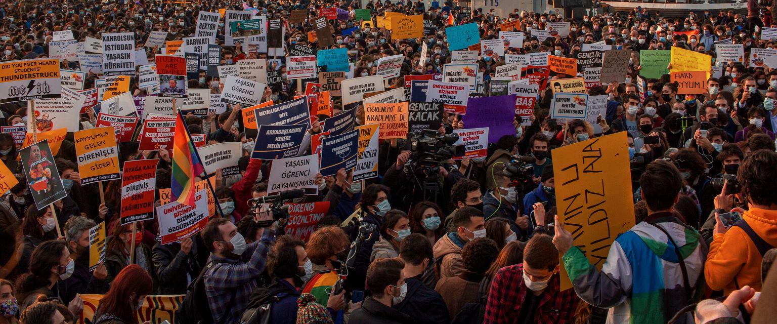 Protest przy przystani Kadikoy (fot. Mehmet Özdere)