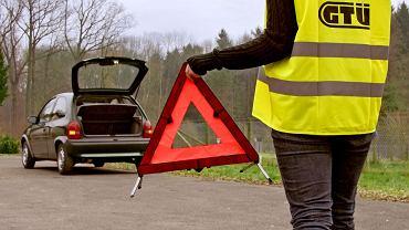 Trójkąt ostrzegawczy należy do wyposażenia obowiązkowego (fot. GTU)