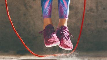 Ćwiczenia ze skakanką poprawiają kondycję i rzeźbią mięśnie
