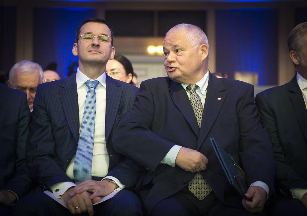Premier rządu PiS Mateusz Morawiecki (ówczesny minister rozwoju) i prezes NBP Adam Glapiński podczas NBP Conference on the Future. Warszawa, 14 października 2016